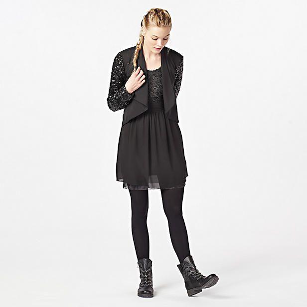 Een outfit waarin je zo weg kunt dansen; glitters voor de glamour touch en boots waarop je het een hele avond vol kunt houden op de dansvloer ;-)