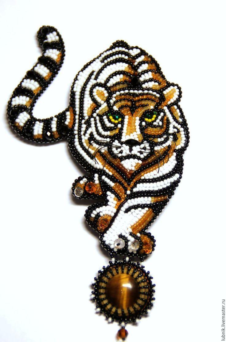 """Купить Брошь """"Амур"""" - брошь ручной работы, брошь из бисера, брошь, тигр, тигровый глаз"""