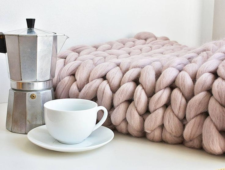 Chunky knits aren't just for winter especially when they're blush pink. Perfect for creating Scandinavian style homes