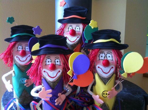 Die Rasselbande bringt gute Laune ! Schöne Tischdeko bei jedem Kindergeburtstag ... Auch zum Karneval die passende Tischdeko.. Der Preis bezieht sich auf 1 Clown . Bitte teilen Sie mir mit...