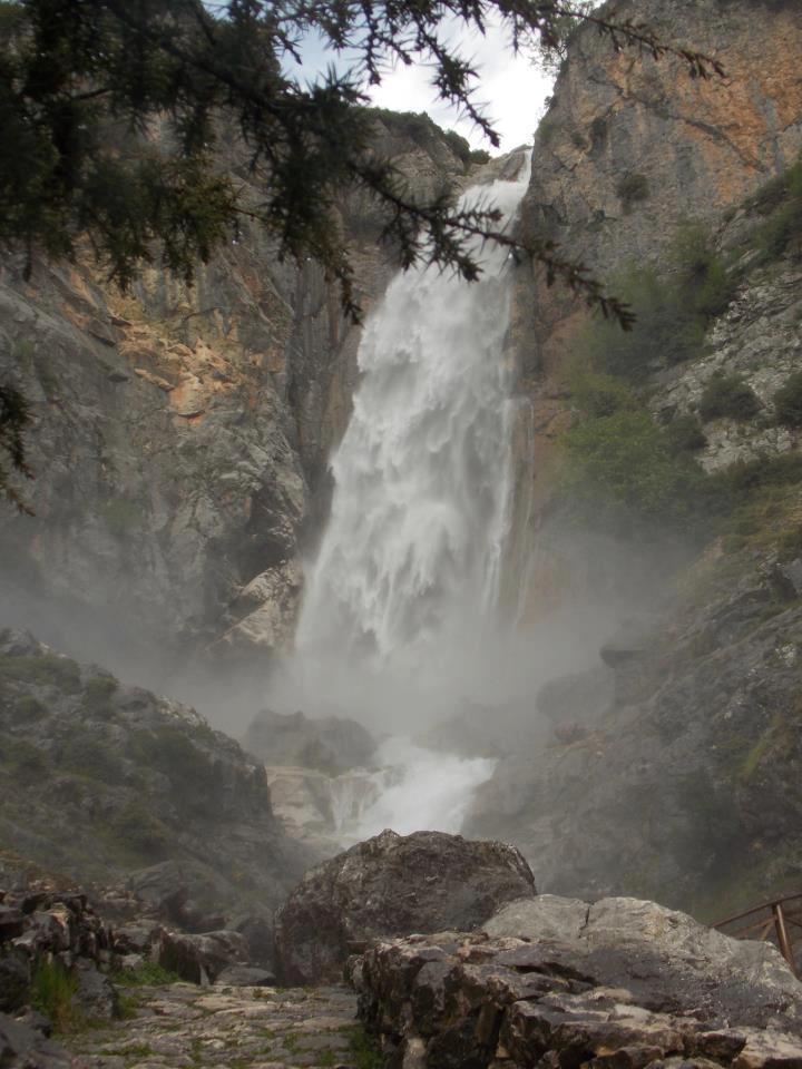O καταρράκτης στο ομώνυμο χωριό των Τζουμέρκων! (The waterfall in the village Katarraktis-Tzoumerka,Epirus,Greece)
