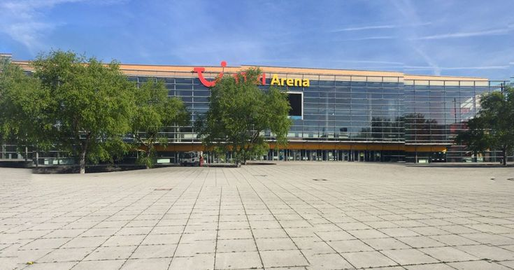 The TUI-Arena, was reported to have been cleared out ahead of performance by the Söhne Mannheims musical group