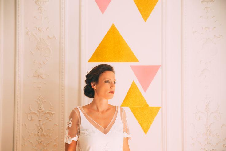 www.bcce.fr Shooting les temps modernes. La mariée sur un fond triangle. Triangle doré