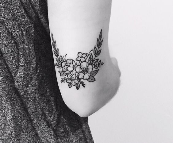 Quoi de plus joli d'un tatouage fleuri ? Découvrez notre sélection de tattoos colorés, romantiques et plein de douceur dénichés sur Pinterest. Plus