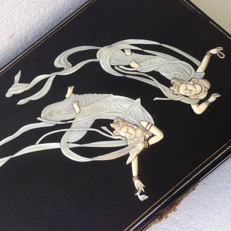 Šperkovnice s figurálními výjevy slonovina-perleť 1600.-