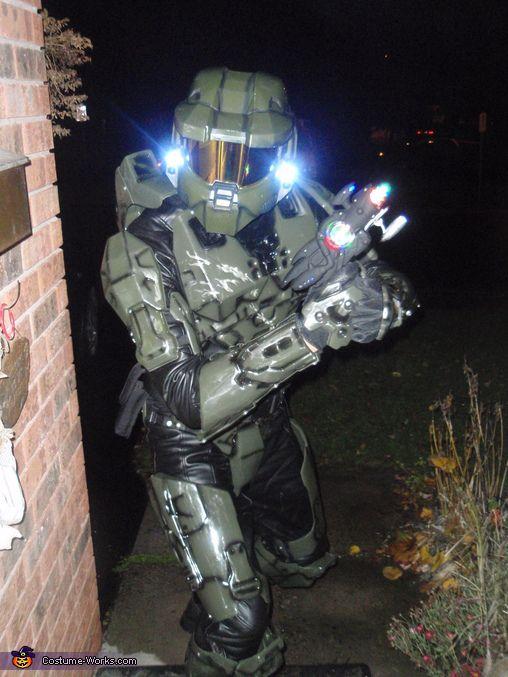 Halo Master Chief Costume - 2012 Halloween Costume Contest