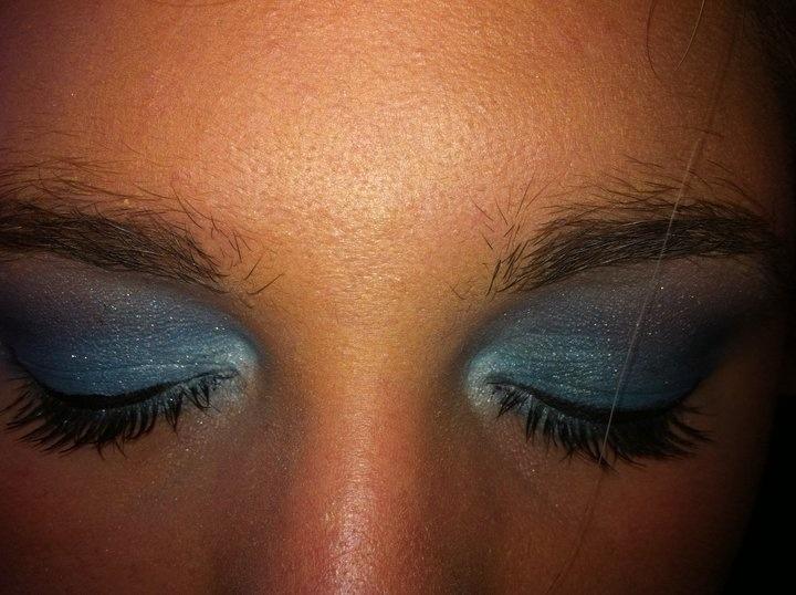 Light blue-dark blue smokey  •nk• @makeupbynataliek