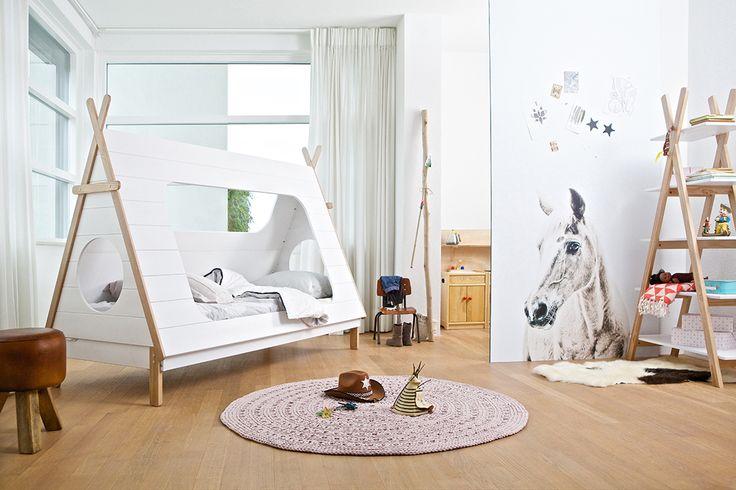 WOOOD - Kinderkamer Serie Tipi Bed, Bureau & Boekenkast