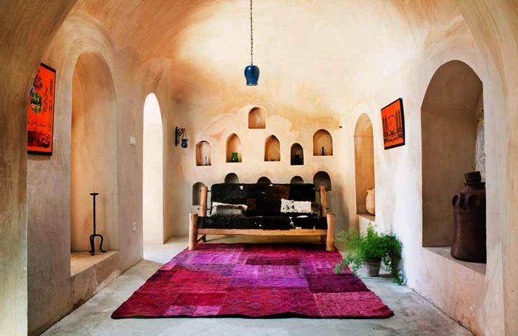 De eigenaar van Koreman Eigentijds #Wonen reist met grote regelmaat naar verre #landen om de mooiste #meubels te vinden.