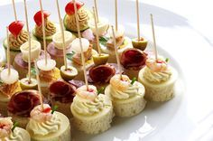 Prinášame vám ďalších 27 krásnych a originálnych nápadov, ako potešiť nielen chute ale aj oči vašich hostí. Prekvapte ich jedlým umením v podobe týchto úžasných jednohubiek!
