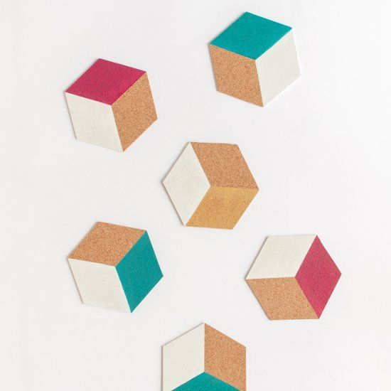 Add a modern touch to your table with these easy geometric coasters! (in Portuguese)