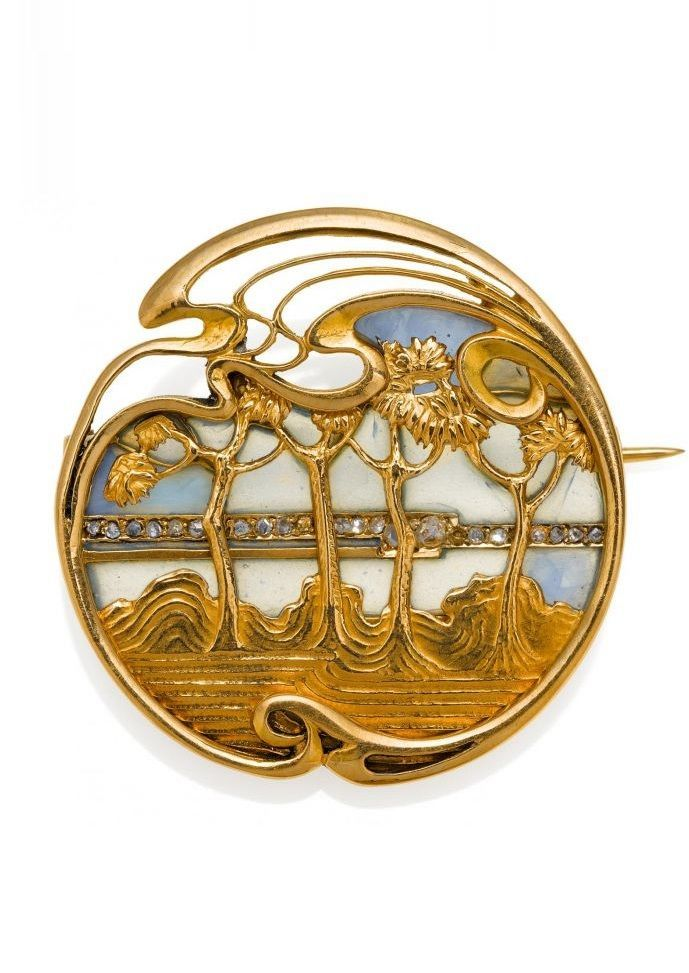 An Art Nouveau gold, enamel and diamond brooch, French, circa 1900. 2.8cm diameter. #GoldBrooches