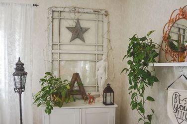 Window indoors and same details Fönstret och detaljer