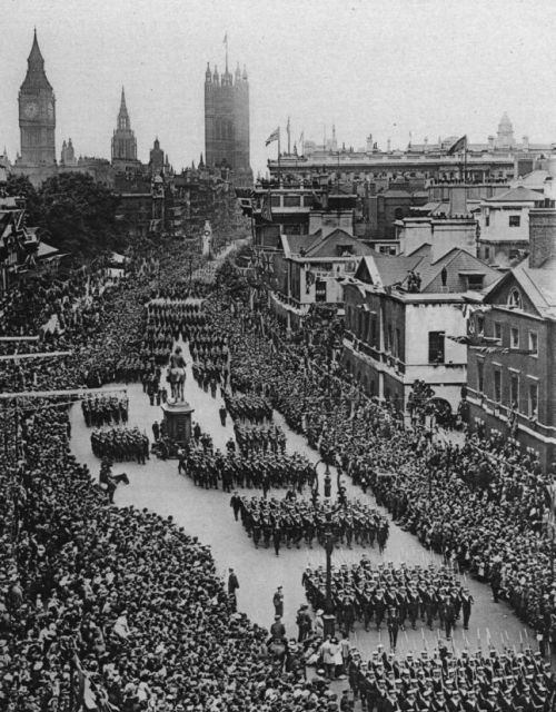 Marching off to the Great War, 1915