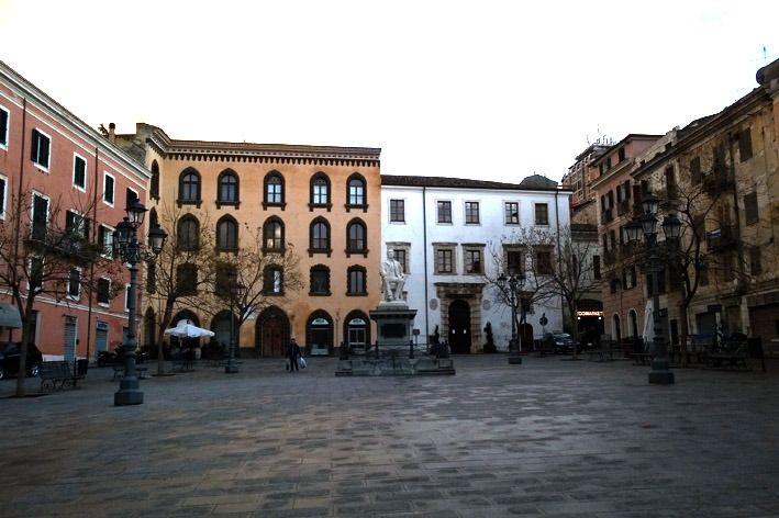 Piazza Tola - Palazzo Tola - Palazzo d'Usini