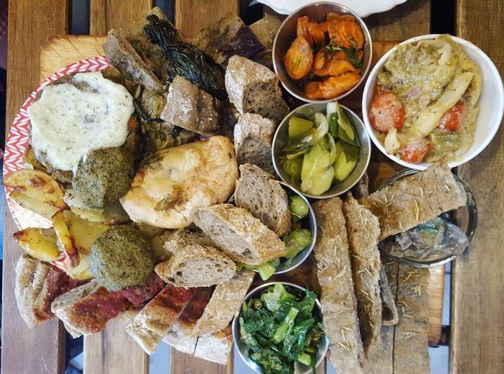 "Il #Pranzo... con la ""P"" maiuscola! 😊 focalizziamoci su profumo, colore e sapore ed il risultato sarà sicuramente eccezionale!  Seguici su www.ricettelastminute.com 👈🏼 . . #ricetta #ricette #italia #italian #italy #sicilia #sicily #sicilian #food #foods #foodie #foodporn #foodpic #foodies #foodstagram #igersitalia #igerscatania #iger #igers #igersfood #igerseurope #picoftheday #photo #photooftheday #pictureoftheday #me #vegan #veggie #veggies"