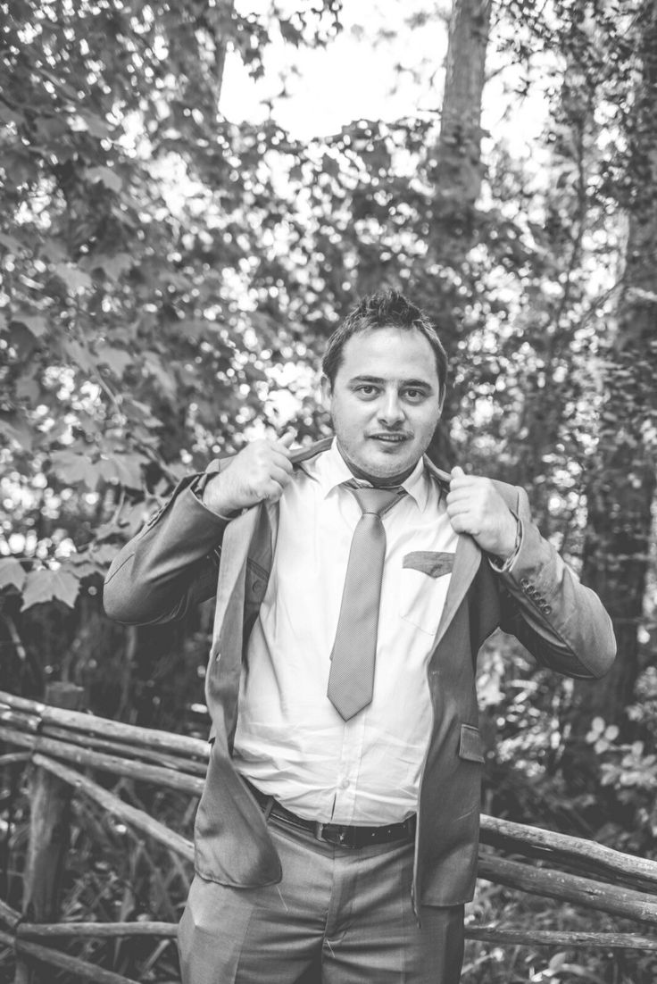 Groom poses. Putting on the jacket before heading to the alter. Damn he is sexy♡