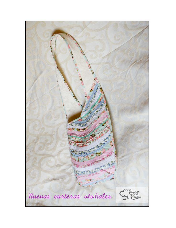 cartera hecha con distintas cintas confeccionadas de manera totalmente artesanal