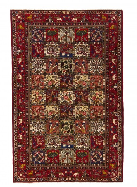 The name Bakhtiar stems from the time when the landowners of the area were the Bakhtiari.  Despite any preconceptions, the Bakhtiar carpets not nomadic …