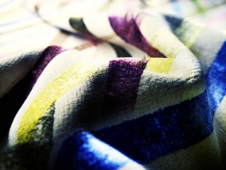 complementare #This rug, produced at 100 knots per square inch, has the background in wool and the stripes in silk. It's inspired by the complementarity of  colors, as the name says. http://nodusrug.it/it/collezione_tappeti_scheda.php?ID=COMPL
