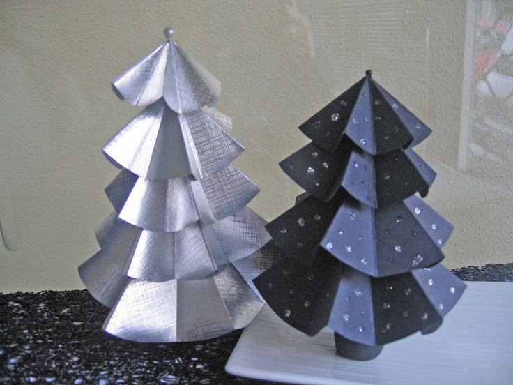 Arbolitos de papel para decorar en Navidad.