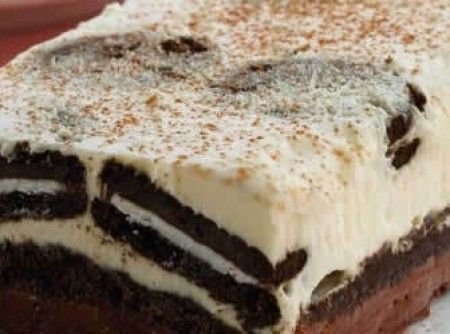 Receita de Gelado de Negresco - 1 lata de creme de leite sem soro , 1/4 de xícara (chá) de açúcar , 1 embalagem de cream cheese , 1 pacote de biscoito Negre...