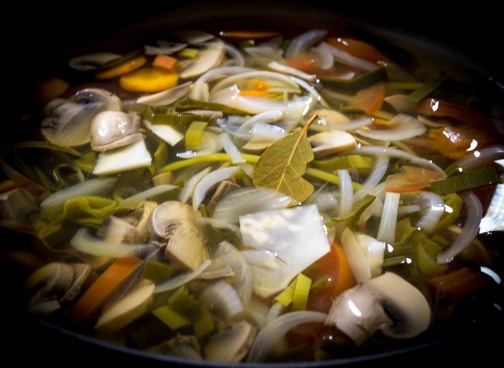 This recipe yields approximately 2 litres of vegetable broth. Ingredients 2 litres of water 3 onions, thinly sliced 3 carrots, thinly sliced 100 g celeriac, cut in small pieces 1 leek, thinly slice…