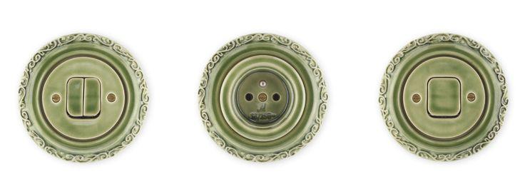 Porcelánové zásuvky a vypínače Mulier Ornament zelené kachlové.