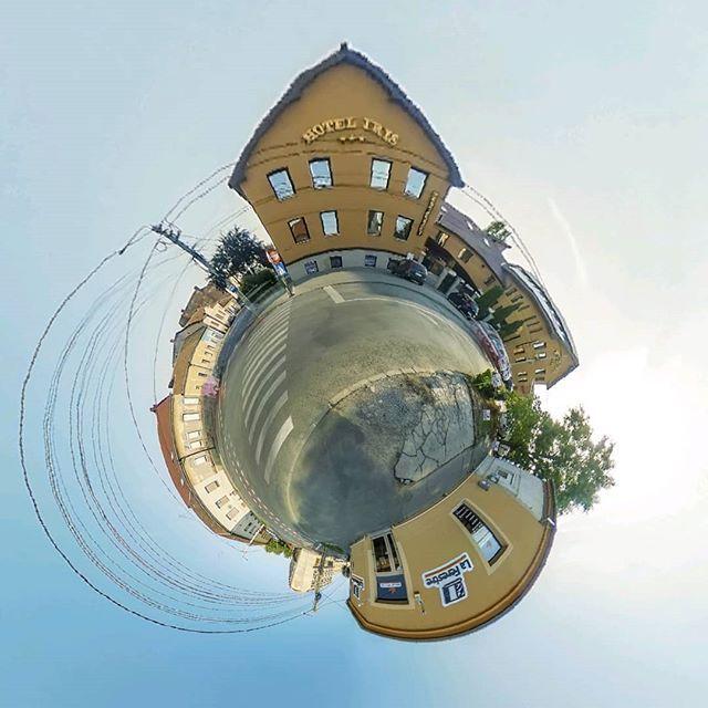 #AradulAltfel : Vino si tu pe planeta surpinsa in Cartierul #Parneava din #Arad :) Achizitioneaza sau intermediaza prin #TrancAndTranc o proprietate aflata intr-una din cele mai frumoase si mai cautate zone din Arad: Parneava  Tranc & Tranc - Real Estate Tel 07216330844 E-mail: office@trancandtranc.ro Website: www.trancandtranc.ro  #tinyplanet #TrancAndTranc #arad #aradtinyplanet #tinyplanet #littleplanets  #imobiliarearad #imobiliare #realestate #iubescaradul #360views #wearedifferent…