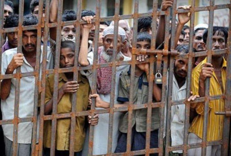 Rohingnya: Terhapus Sistematis dari Sejarah  Oleh: Gus Uwik  Rohingnya kembali membara. Sudah sekian kali tragedi kemanusiaan berulang. Biadab dan sangat keji. Ribuan kaum muslim terbunuh. Bukan hanya itu saja ribuan rumah terbakar. Selanjutnya mereka pun terusir dari kampung halamannya. Di medio November 2016 yang lalu dunia Islam kembali digemparkan dengan tindakan keji Rezim Myanmar terhadap suku Islam Rohingnya di utara Rakhine. Dalam sebuah video terlihat rumah-rumah suku Rohingya…