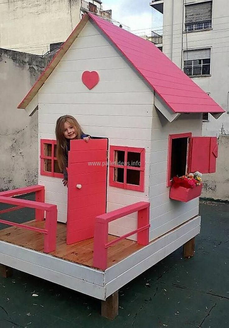 Below Is A Beautiful Re Transformed Wood Pallet Kids Playhouse This Amazing Cra Amazin In 2020 Pallet Kids Play Houses Kids Wooden Playhouse