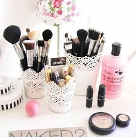 Use of pretty white plant pots from IKEA to store make up brushes