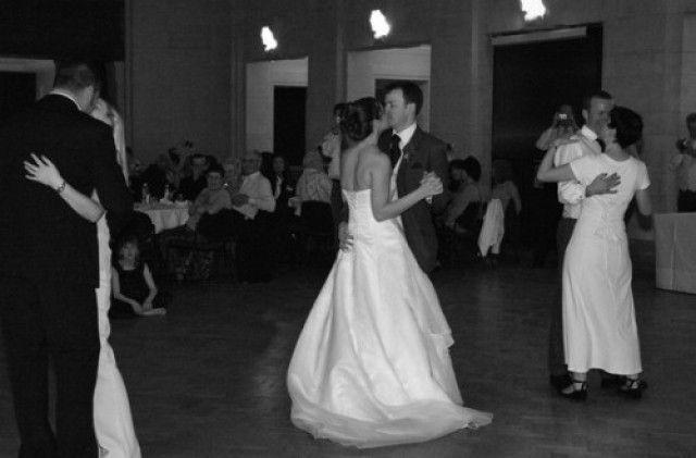 Met welk liedje zul binnen lopen en op welk nummer zullen jullie de eerste dans openen ? Zankyou kiest 20 geschikte bruiloft liedjes voor je uit.