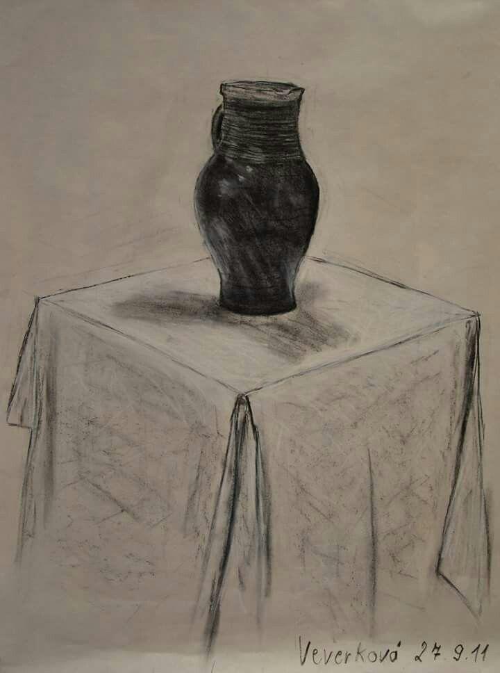 Váza - studijní kresba (přírodní uhel a pastel)