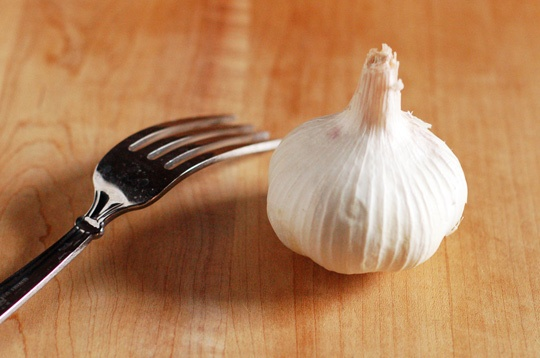 How to mince garlic with a fork