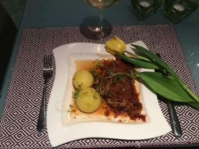 Pork chops ála Sunshine Coast! New recipe with a tasty blend of thyme and ginger over juicy slow-cooked pork chops. See http://nordiccooker.com/en/recipes/pork-chops-ala-sunshine-coast.