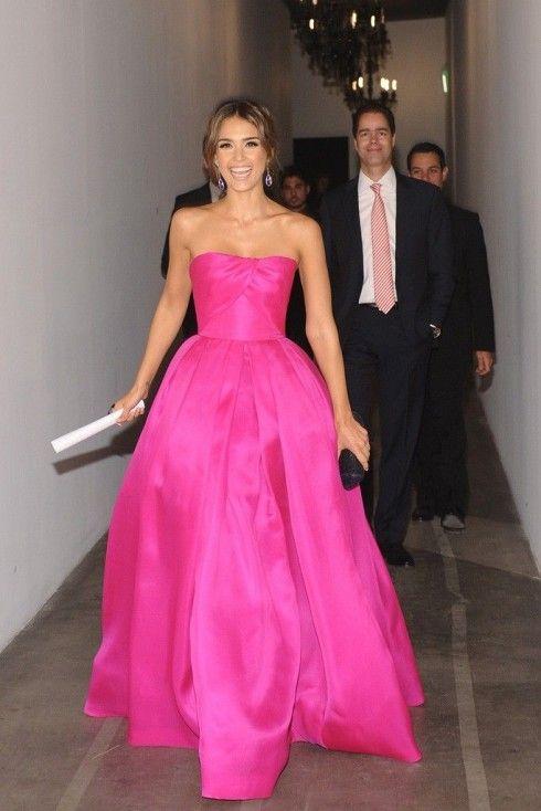 Jessica Alba in hot pink Reem Acra.