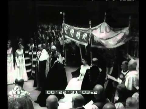 Elisabetta II incoronata Regina d'Inghilterra.