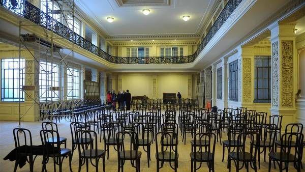 El lugar. Está en Bernardo de Irigoyen 672. La sala teatral cuenta con 250 sillas Thonet originales y sumará un escenario modular./ Néstor Sieira