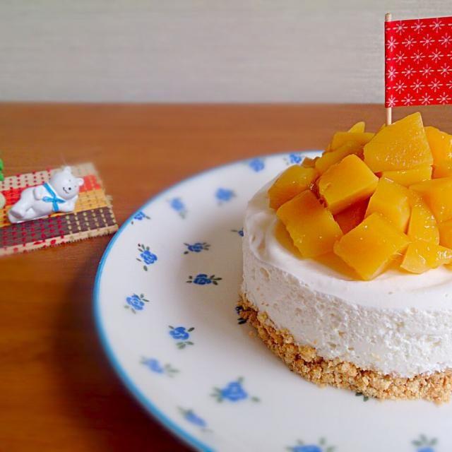先日、ご近所さんから手作りピザをもらったので、そのお返しに作ったケーキ(*^^*) フルーツと相性ぴったりのケーキに、マンゴーをモリモリ♪ 喜んでもらえるといいなって思ってたら、今度は手作りパスタのお返しが(*゜Q゜*) こっちが更に嬉しくなっちゃいました(o^^o) 次は何のお菓子をもっていこっかな♪ - 269件のもぐもぐ - ららさんの水切りヨーグルトでレアチーズタルト♥ onマンゴー(σ≧▽≦)σ by SAYUsKitchen