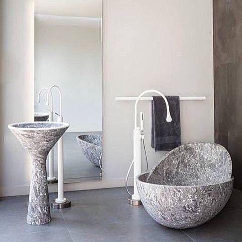 @gessi_official Goccia in white has never looked so good in the beautiful bathroom in #London #abey #abeyaustralia #gessi #ProsperoRasulo @gessi_official @gessi_singapore #kreoo #bathroomdesignideas #elegantbathrooms #bathroomdesign #bathroomset 📷: @kreoodesign #bathroomtapware #bathroomvanitiesandbasins #baths