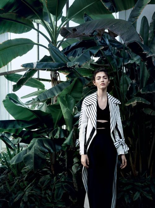 Feel the heat and get oversized with our Acne Studios linen trenchcoatspotted in the tropics by Bolero Styling by Nina Rinderknecht Photography by Mirjam Kluka