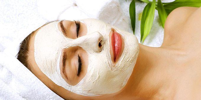 Συνταγές για να φτιάξετε εύκολα, γρήγορα και οικονομικά πέντε θαυματουργές μάσκες και κρέμες για πρόσωπο που ακτινοβολεί λάμψη και υγεία.