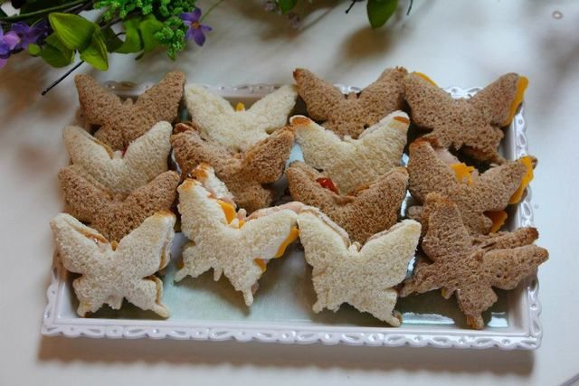 Great way to serve tea sandwiches for an Alice in Wonderland themed party.  #teasandwich #butterfly #party