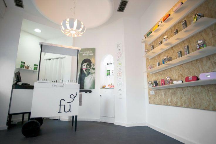 Diseño de imagen corporativa que hicimos para Fumandchup, una tienda de cigarrillos de vapor. Campaña Publicitaria Diseño de espacios Diseño gráfico Flyer Fotografia Naming Tarjetas de visita. Tiendas originales.
