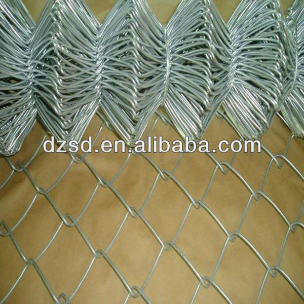 portable chain link fence panel  1.Material: Low-Carbon Iron Wire   2.mesh:1/2''-4''   3.Width0.3m-5m  4.length:0.5m-100m