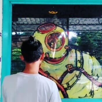 23.6.2016 yellow diver  #art #glass #glasspainting #mural #artwork #happy #fun #timelapse #ramadhan #ngabuburit #santai #420 #Beatles #playground #drawing #illustration #diving #diver #sea #deep #reverseglass #banyakinajahastagnya