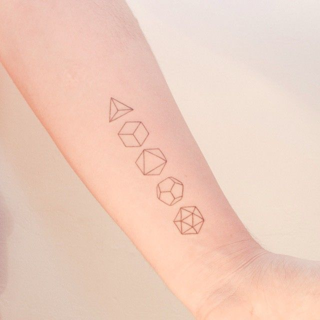 Joining the handpoked fad with the platonic solids. Done by Nano in Ponto a Ponto, Buenos Aires, Argentina.