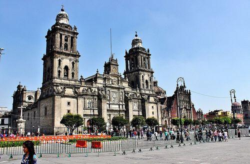 Ciudad de México, Plaza de la Constitución, Catedral y Sagrario Metropolitanos, hoy.   Flickr: Intercambio de fotos