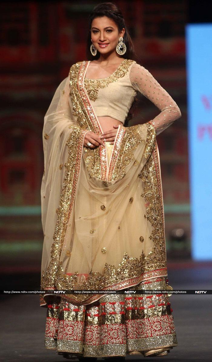 Fashion Parade: Ranbir, Aditi and VIP Guest Sadhana